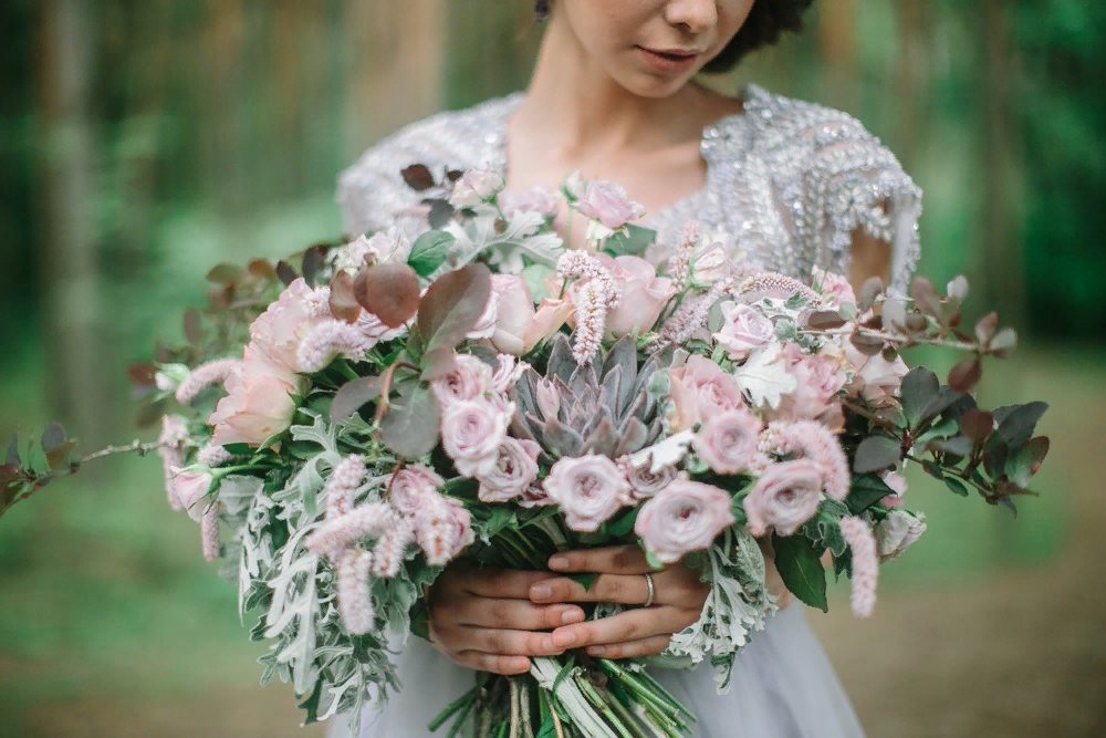 Букет невесты в серо-сиреневых тонах
